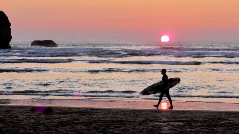 Mawgan Porth Beach Surfing