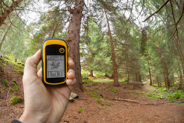 Geocaching with GPS