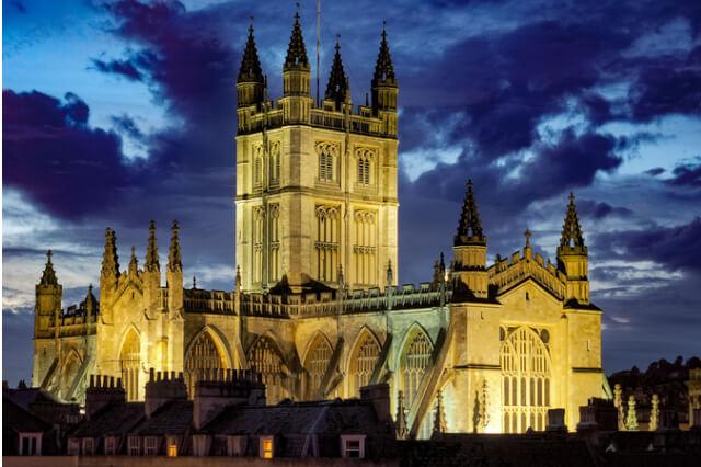 Bath-Abbey-in-Bath-Somerset-lit-up-at-night